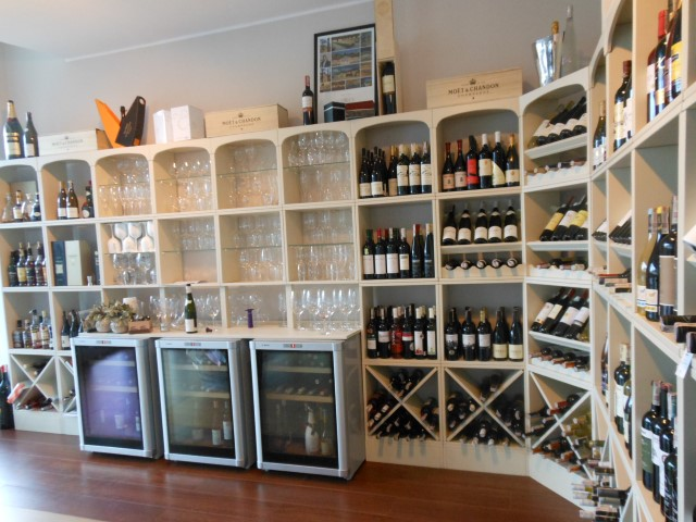 Drie wijnkoelkasten ingebouwd